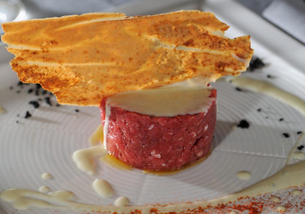battuta di fassona con gorgonzola dolce e piccante