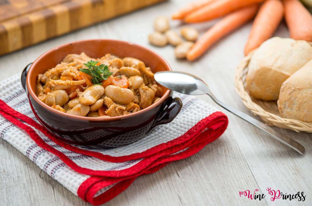 Gusto e tradizione con la trippa alla milanese, pane ciabattina e vino spumante